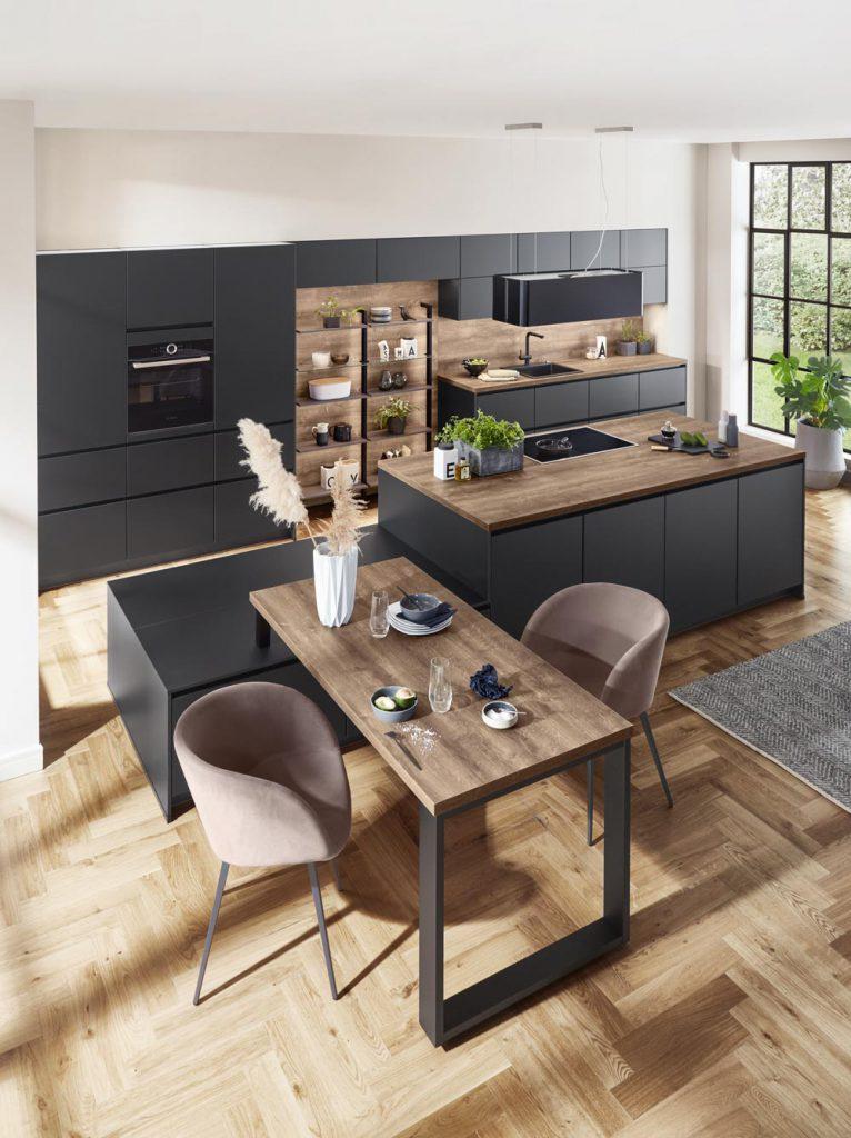 Nobilia Touch matzwarte keuken met houten blad